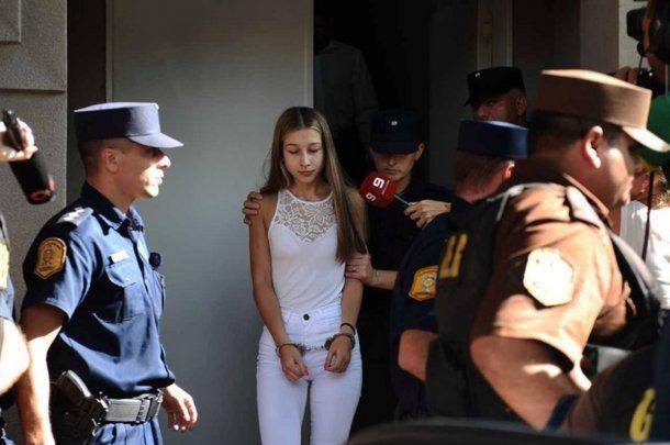 Nahir Galarza saliendo de los tribunales. (El Argentino).