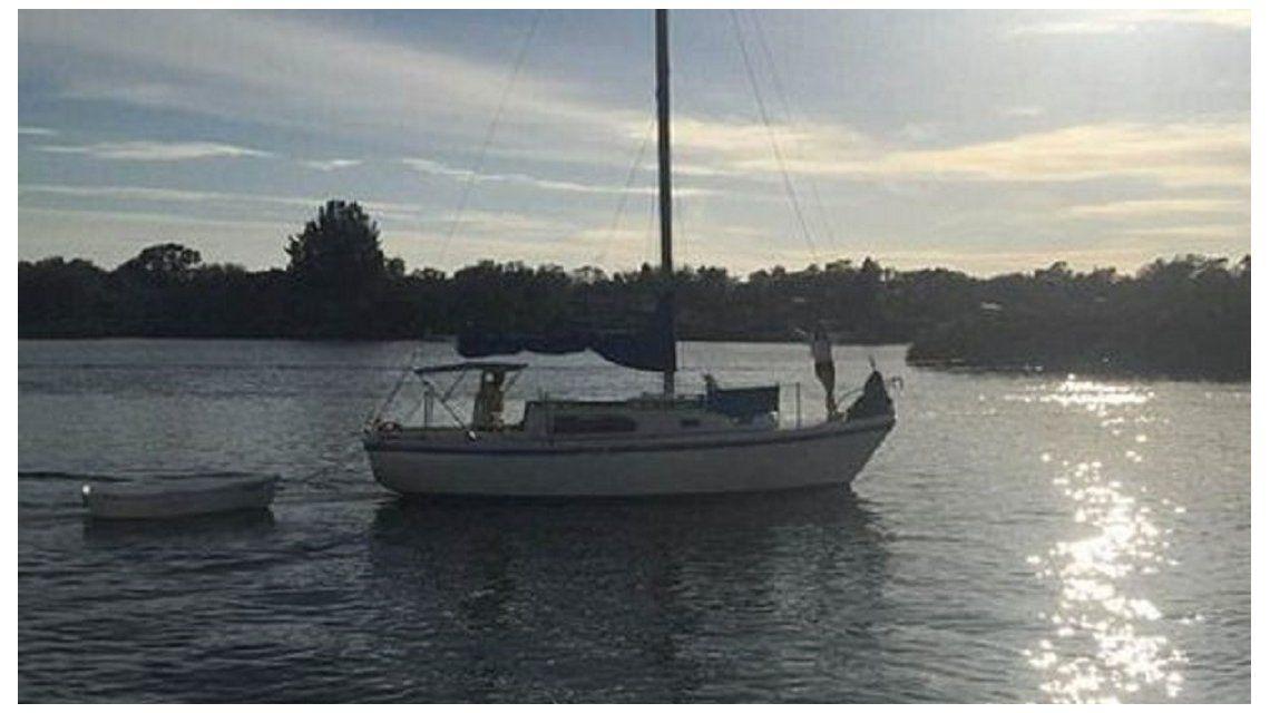 Una pareja vendió todo para navegar alrededor del mundo y su barco se hundió a los dos días