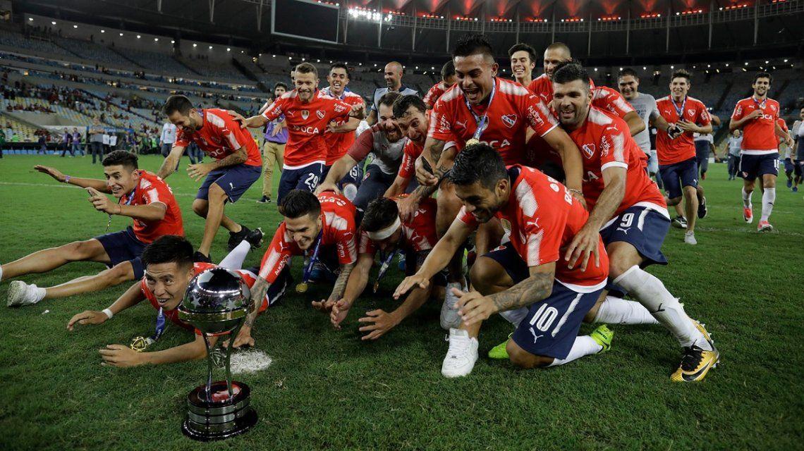 Con diez, Independiente igualó con Gremio en la ida de la final de la Recopa