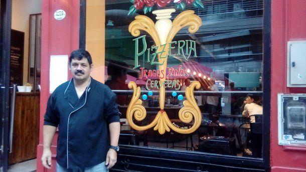 <p>La pizzería en la que logró salir de la calle</p>