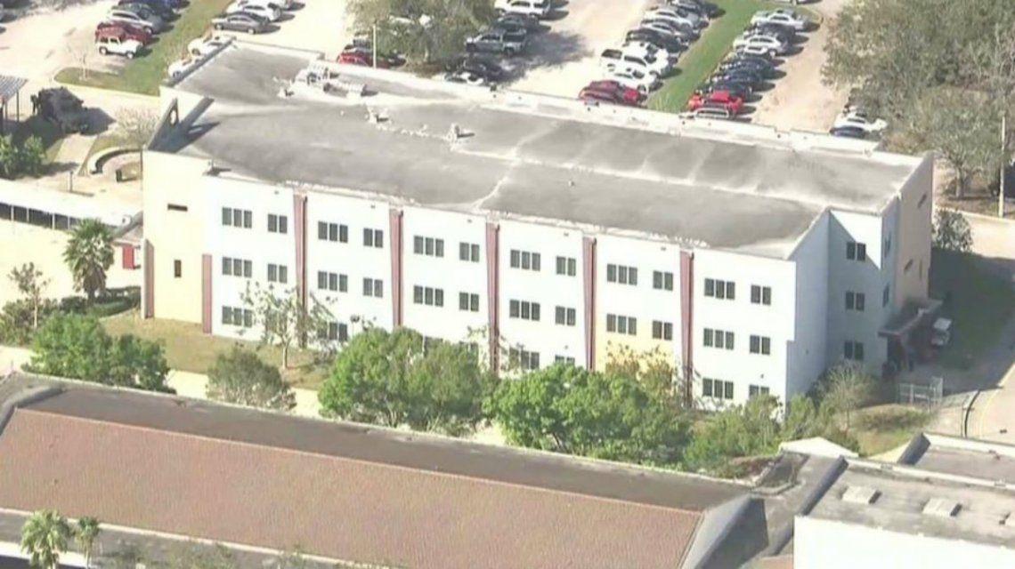 Al menos 20 heridos durante un tiroteo en una escuela de Florida
