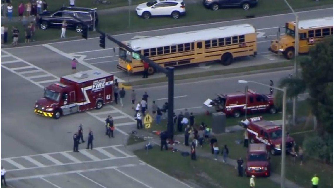 Parte de los alumnos de la secundaria de Parkland ya fueron evacuados