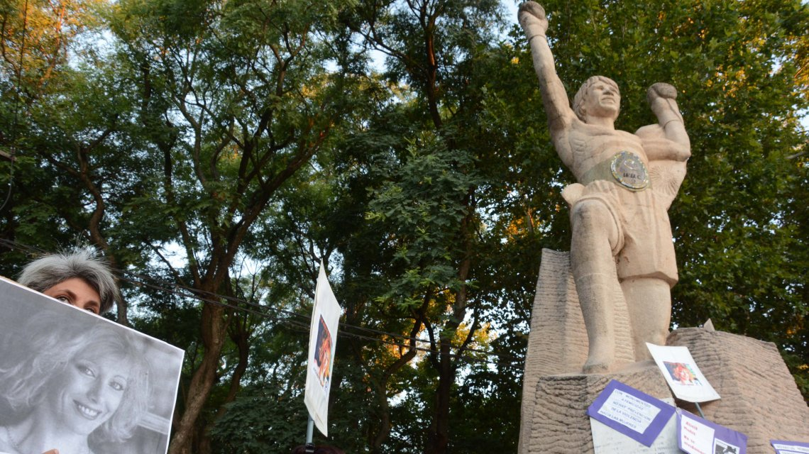 Marcha en repudio al monumento de Monzón: ¿campeón o femicida?