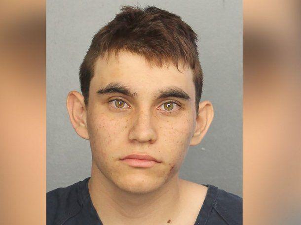 Nikolas Cruz, de 19 años, asesinó a 17 personas en su ex escuela