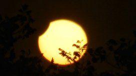 El primer eclipse solar del año se pudo ver en gran parte del país