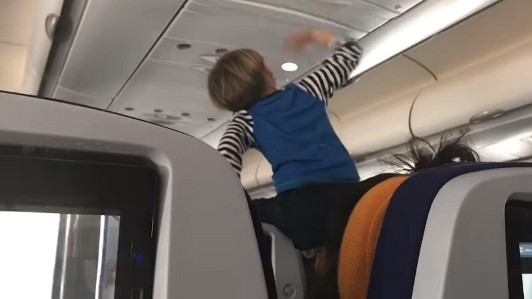 El chico gritó sin parar durante las ocho horas de viaje