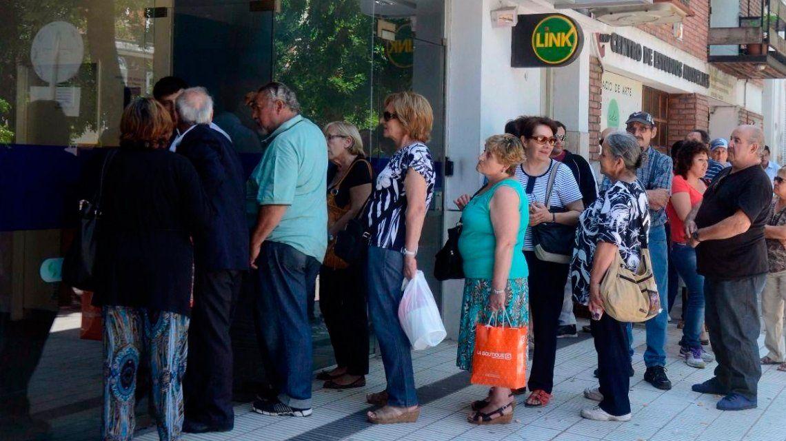 Bancarios no garantizaron el pago a jubilados y culparon a Triaca