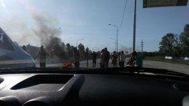 La Policía acudió al corte total en la Autopista Buenos Aires La Plata