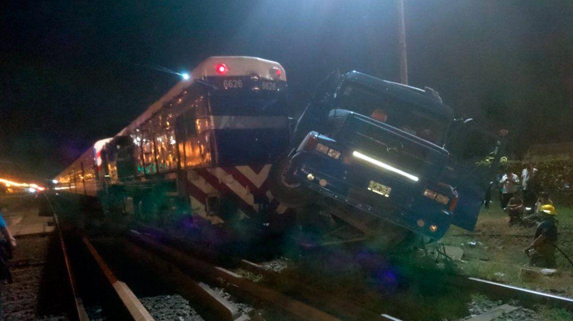 VIDEO: El fuerte choque entre una formación del Sarmiento y un camión
