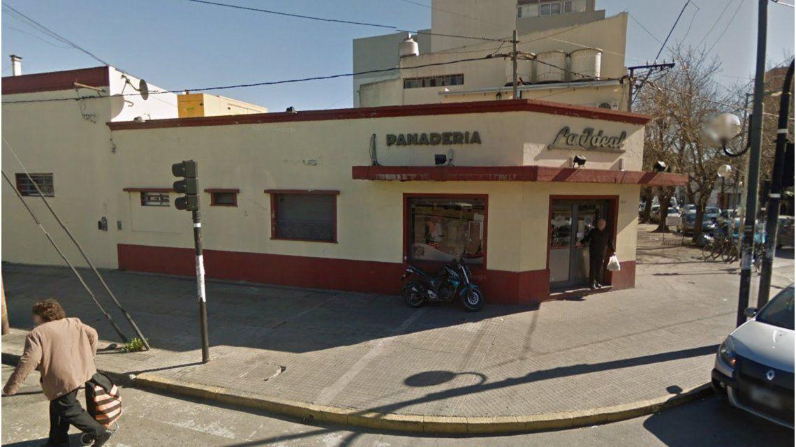 Acá no hay descanso: fue a trabajar a una conocida panadería de La Plata y no la dejaron ni tomar agua