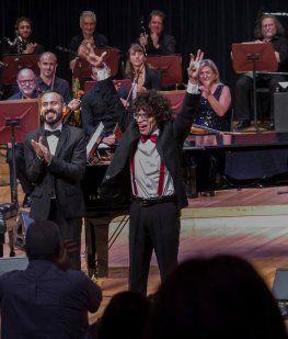 Lucas Vila es autista y debutó en el CCK - Crédito: FacebookCentro Cultural Kirchner