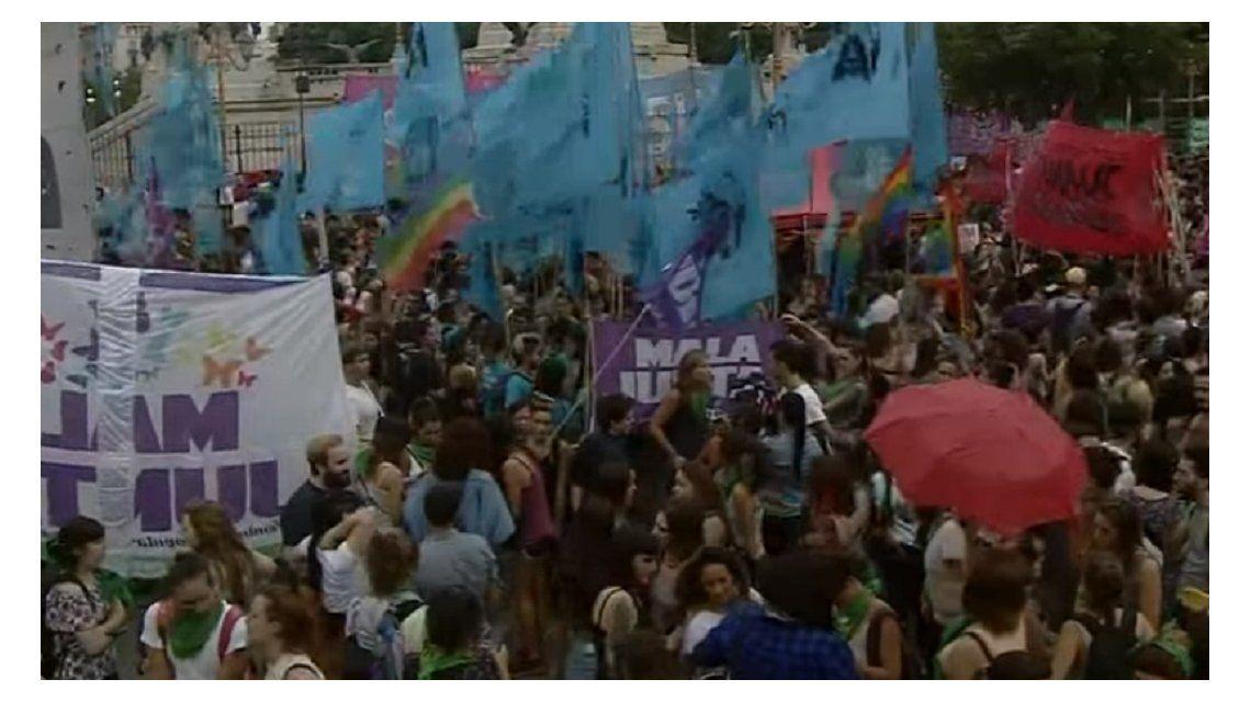 Miles de mujeres marchan para reclamar aborto legal, seguro y gratuito