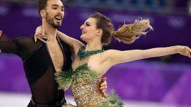 La pesadilla de una patinadora: se le rompió el vestido y quedó en topless