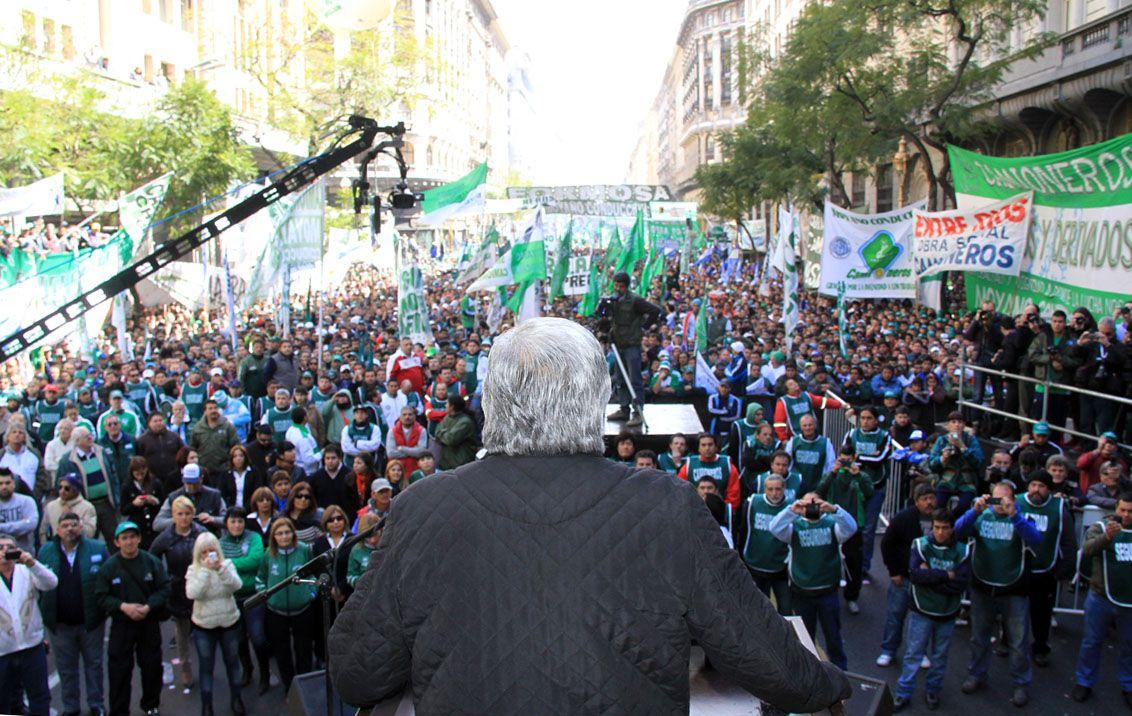 Hugo Moyano encabeza una marcha como en 2013