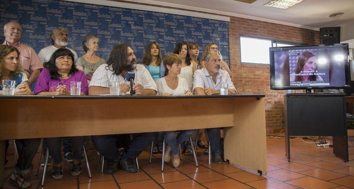 Roberto Baradel observa a la gobernadora Vidal