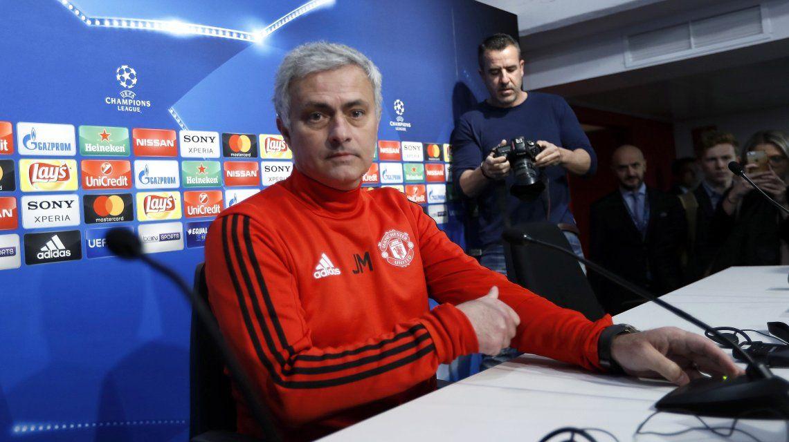 Mourinho, fiel a su estilo: ¡mirá lo que le hizo a un periodista tras una pregunta!