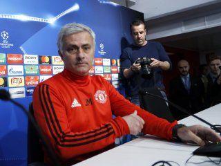 mourinho, fiel a su estilo: ¡mira lo que le hizo a un periodista tras una pregunta!