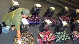 Secuestraron 12 valijas con 400 kilos de cocaína.