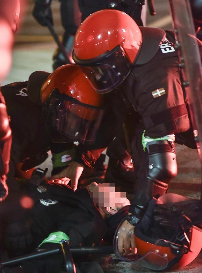 Un policía murió de un infarto durante un choque entre dos hinchadas
