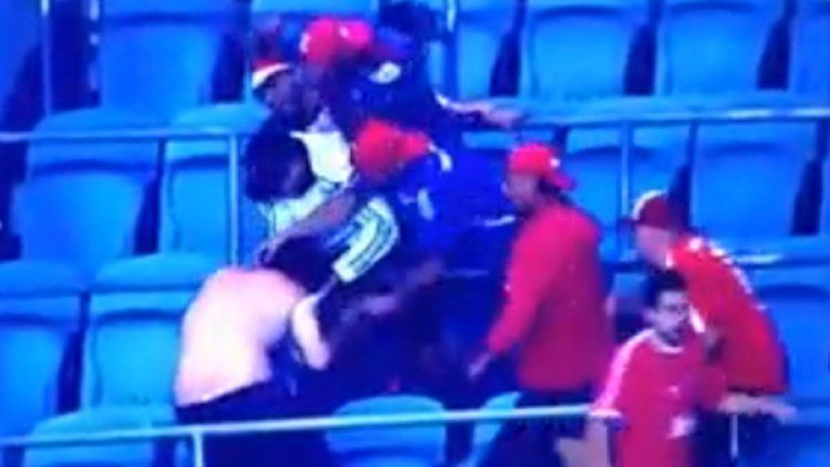 Así golpearon a un barra de Independiente en Porto Alegre