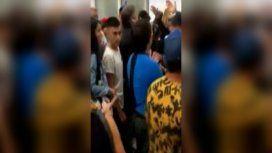 Los familiares de las chicas arremetieron contra los efectivos de seguridad del aeropuerto