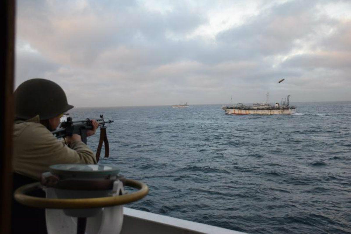 Prefectura persiguió al buque pesquero chino y detuvo su actividad en mar argentino