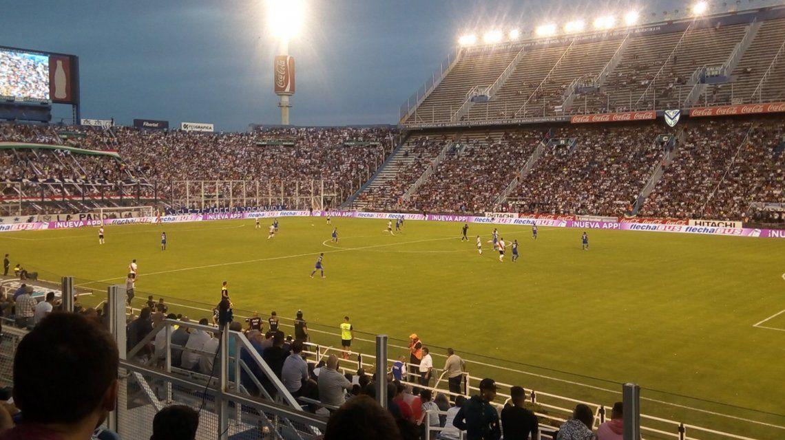 Vélez y River juegan en Liniers (@Contragolpe610)