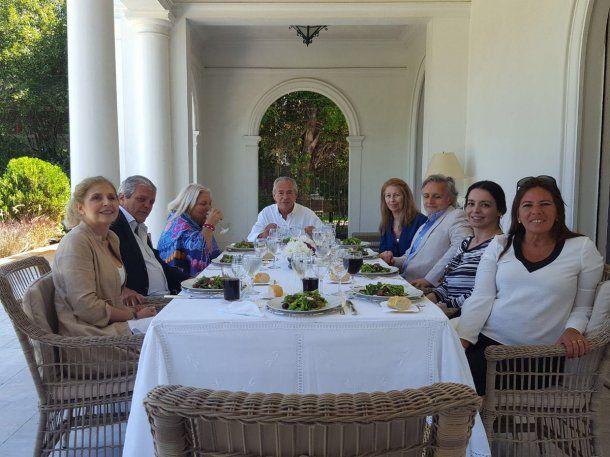 Elisa Carrió, mantuvo una reunión de trabajo con el embajador argentino en Uruguay, Mario Barletta. (<a href=
