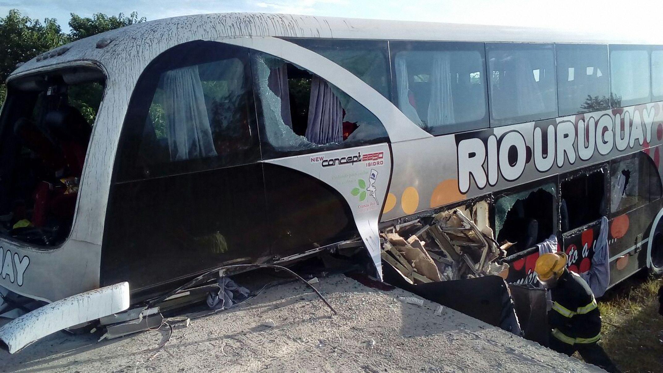 Un micro con nenes chocó en Villaguay: hay al menos dos muertos