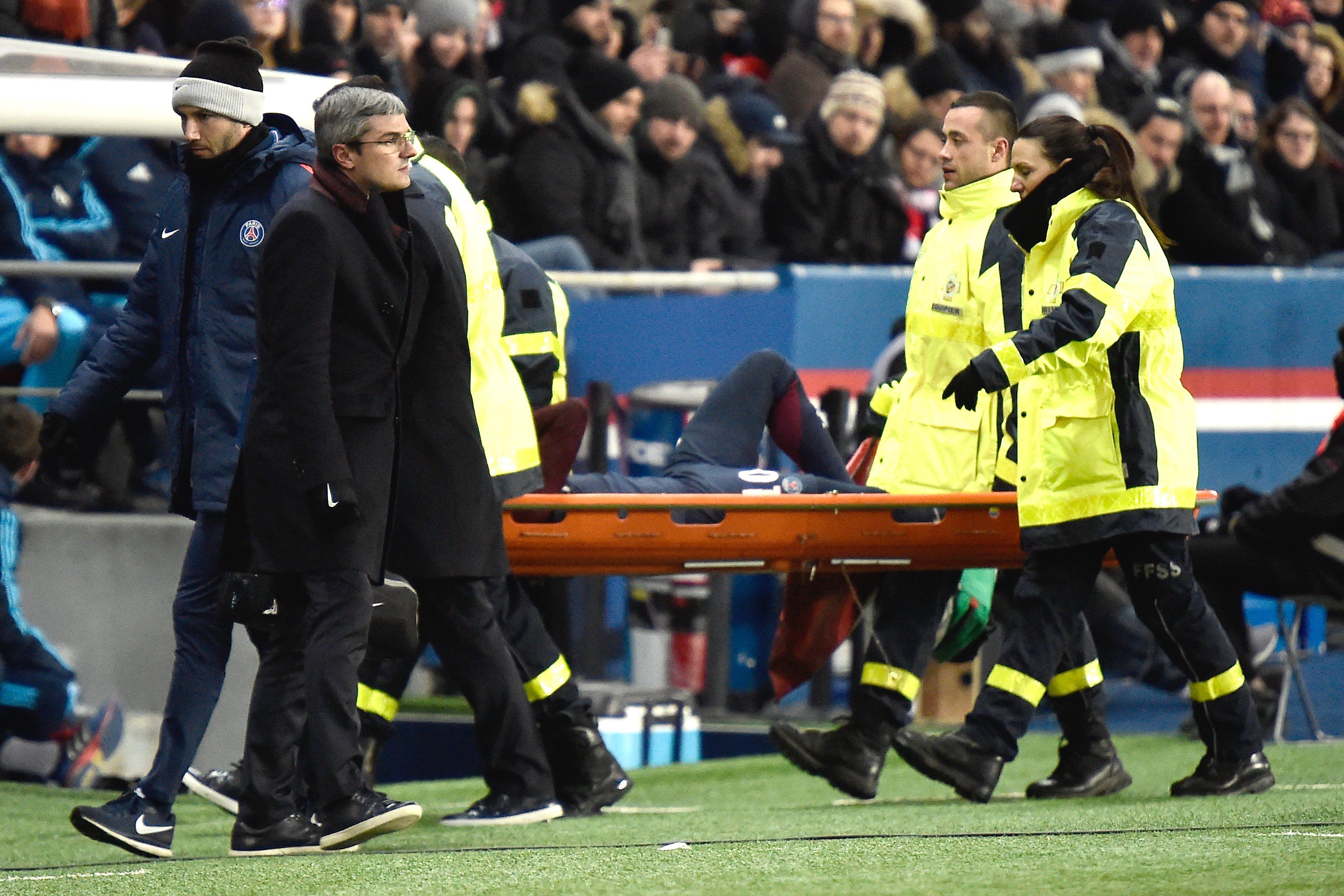 El dolor del brasileño mientras era retirado en camilla