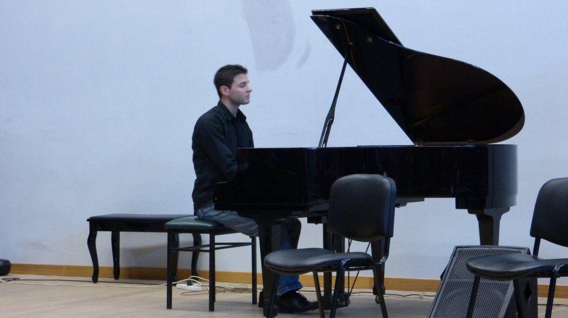 Juan Roleri el pianista que tocó la canción que le dedican a Macri