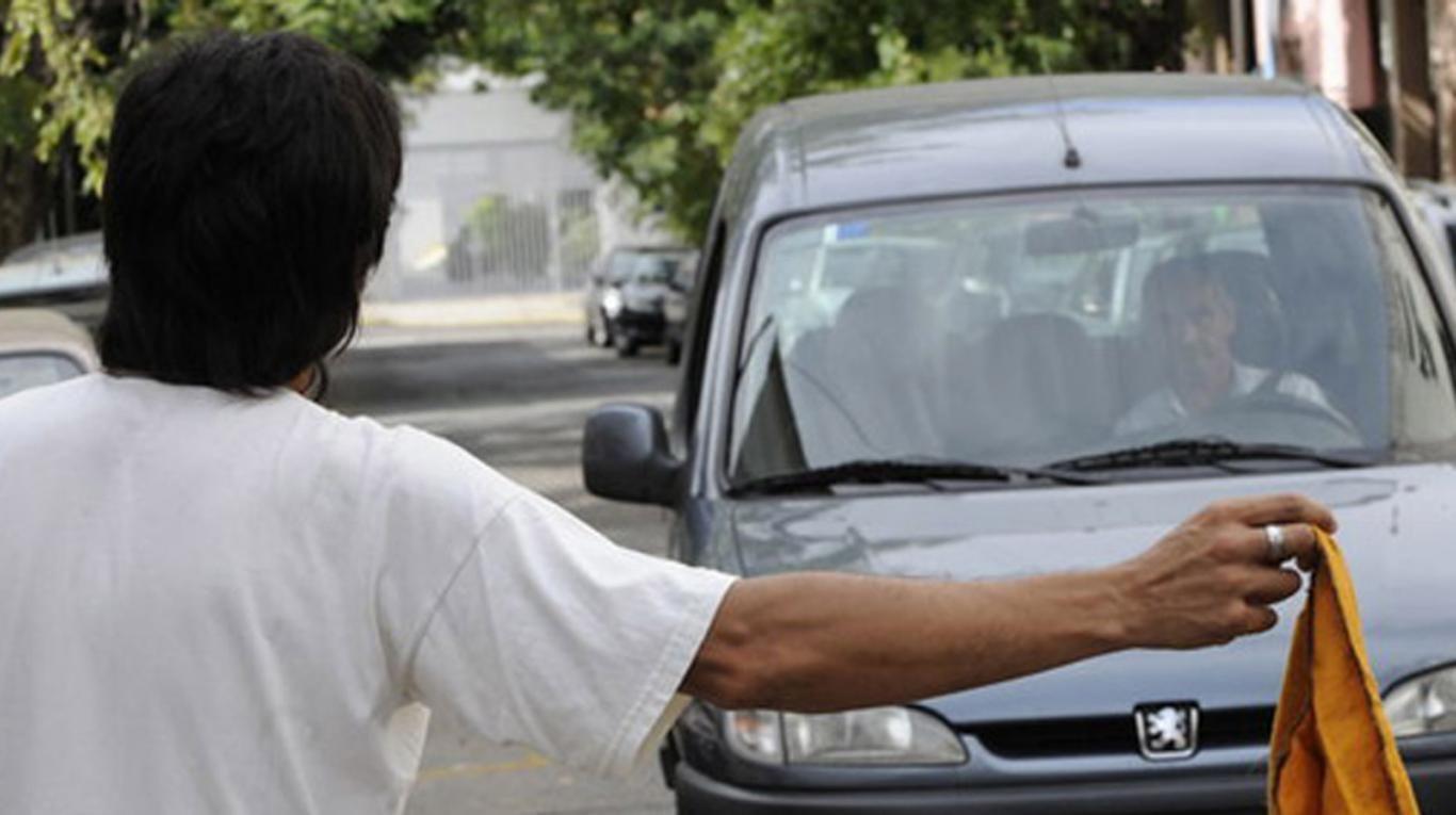 Santa Fe: le dio las llaves a un trapito para que le lave el auto y se lo robó
