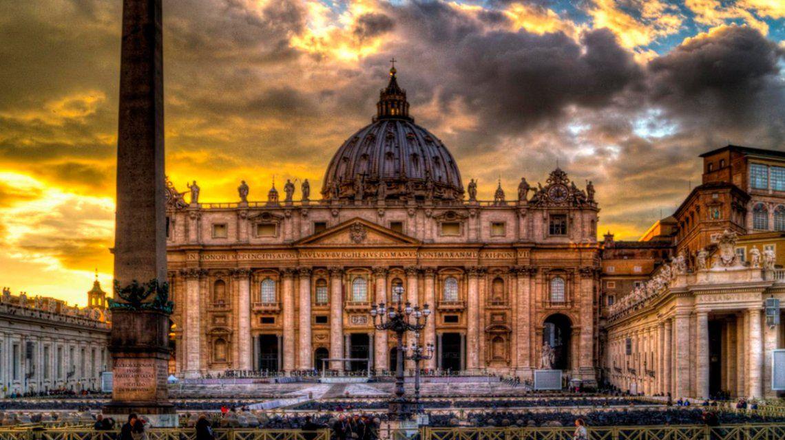 Escándalo en Italia: denuncian orgías gay y taxi boys en las Iglesias