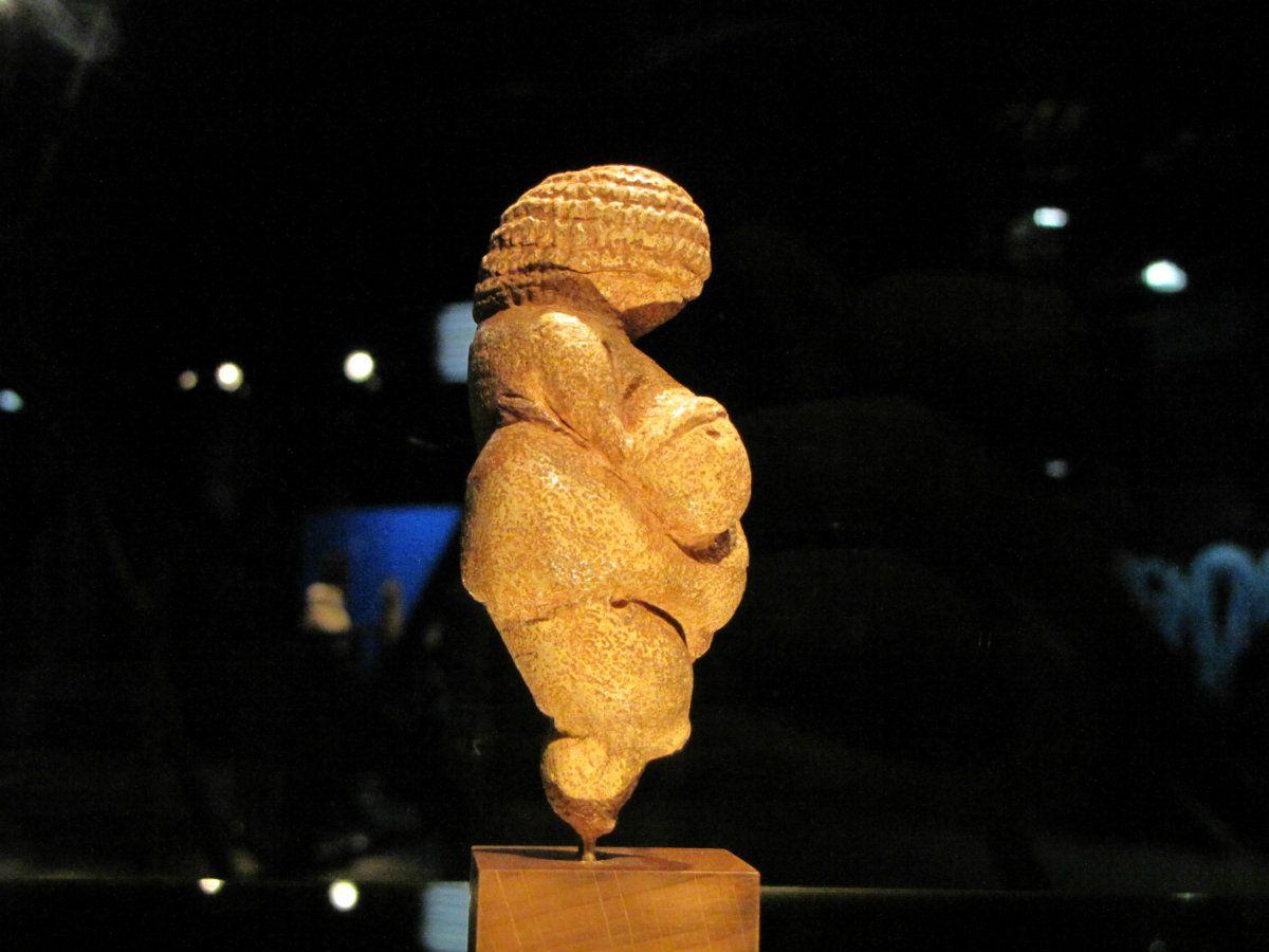 La Venus de Willendorf es una pieza de arte paleolítico