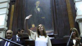 Vidal saludando al Parlamento bonaerense
