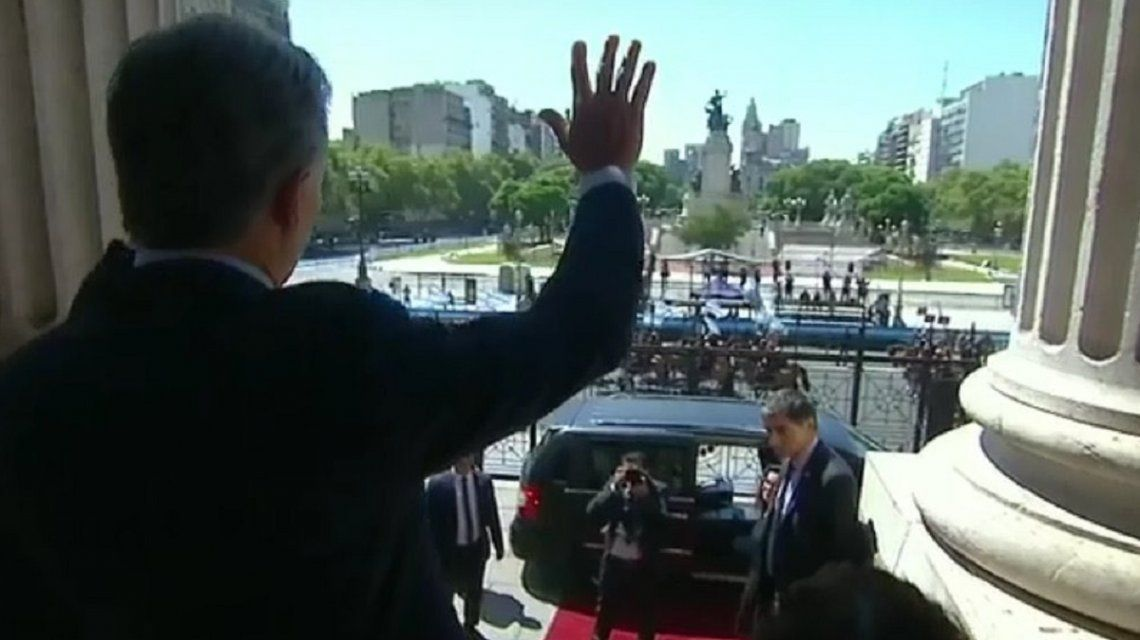 Macri saludó a una plaza vacía de militantes y estallaron los memes