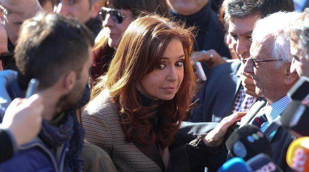 <p>Cristina Kirchner saliendo de los Tribunales Federales de Comodoro Py</p>