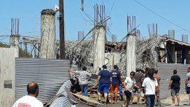 Al menos seis personas resultaron heridas y otras cuatro están atrapadas entre los escombros