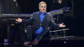 VIDEO: Elton John dejó el escenario por culpa de un fan toquetón
