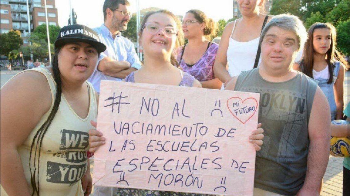 Masiva marcha en Morón contra el intendente Tagliaferro por el ajuste educativo