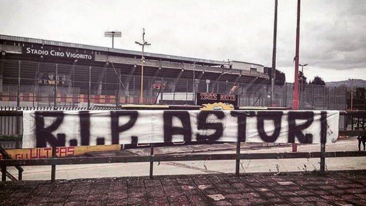 El estadio de Benevento le rinde su propio homenaje a Davide Astori.