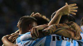 Racing festeja el gol del triunfo ante Vélez en Avellaneda