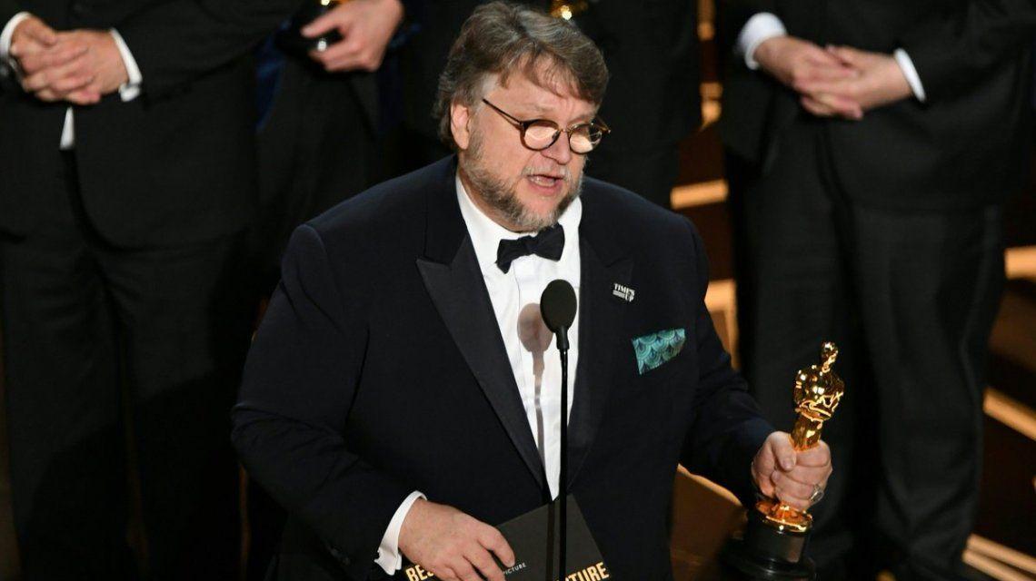 Guillermo del Toro celebra el Oscar para La forma del agua