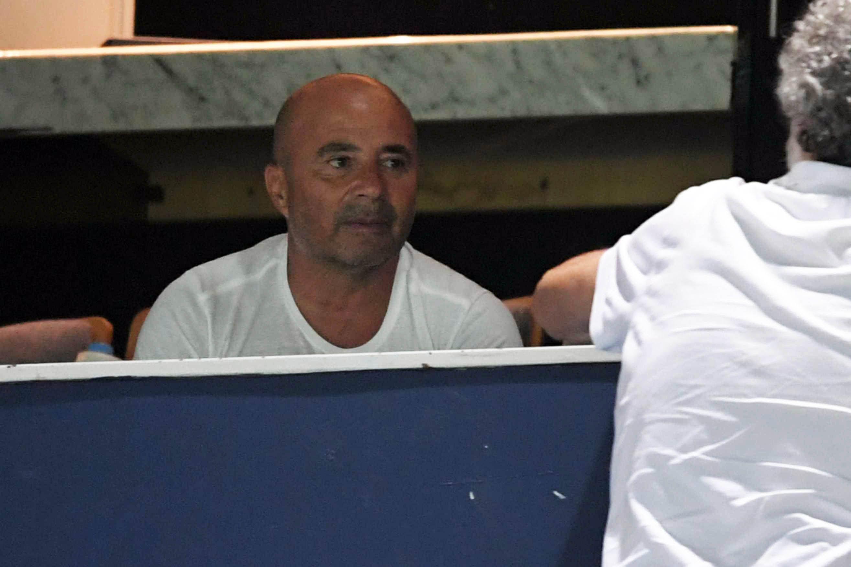 Jorge Sampaoli en la cancha de Racing