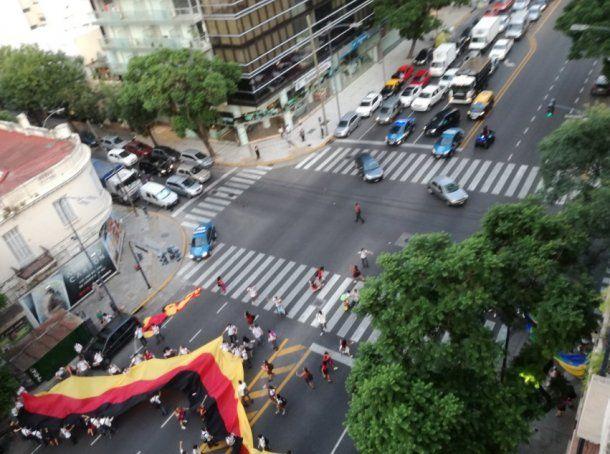 <p>Alumnos cortaron la avenida Libertador, a la altura de Juramento</p>