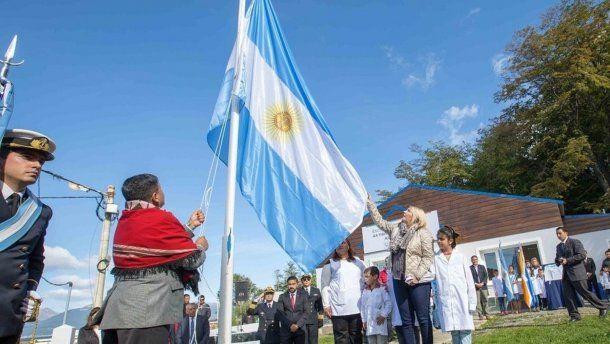 La gobernadora de Tierra del Fuego Rosana Bertone inauguró la Escuela