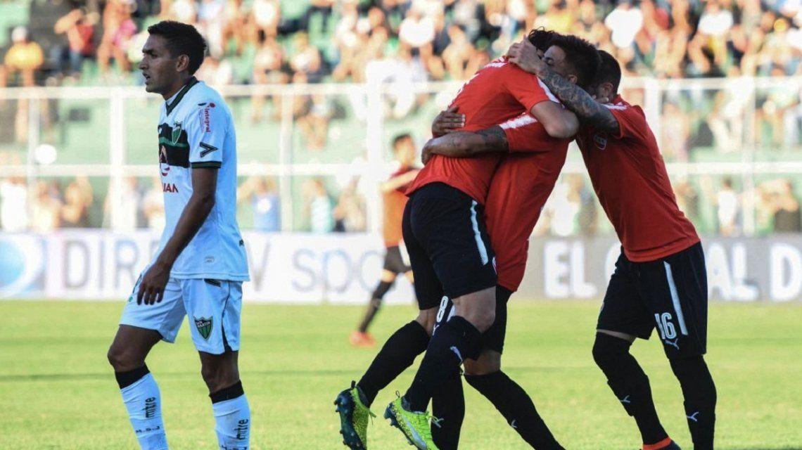 Martín Benítez celebra el primer golde Independiente