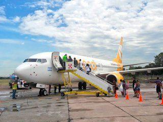 en medio del pedido de clausura, el gobierno busca arreglar el aeropuerto de el palomar para las low cost