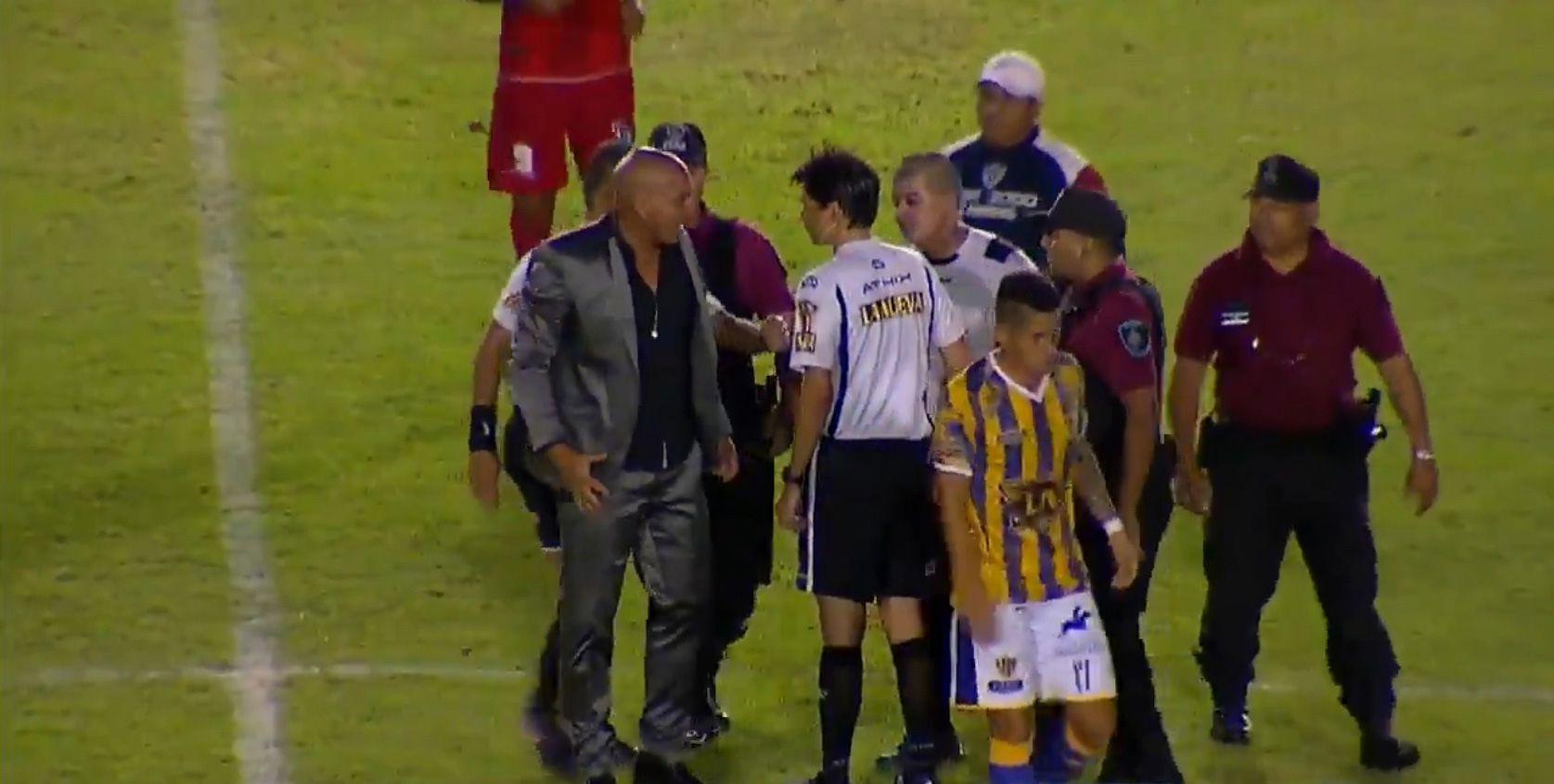 Daniel Bazán Vera entró desencajado al campo de juego