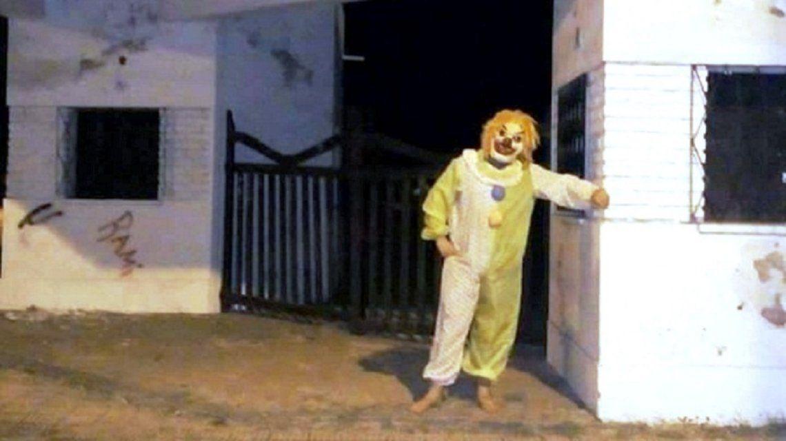 Un nuevo payaso aterra a los niños en General Alvear: fue detenido